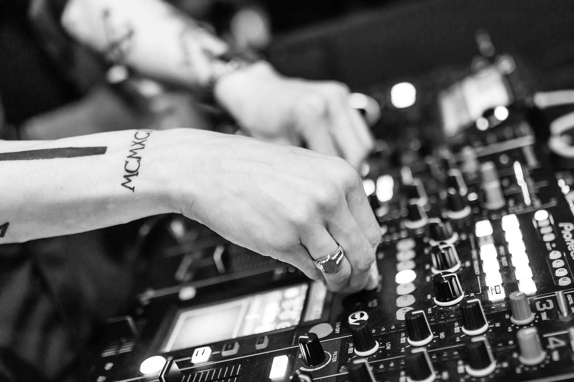 Hvor meget koster det at spille latin-musik til festen?